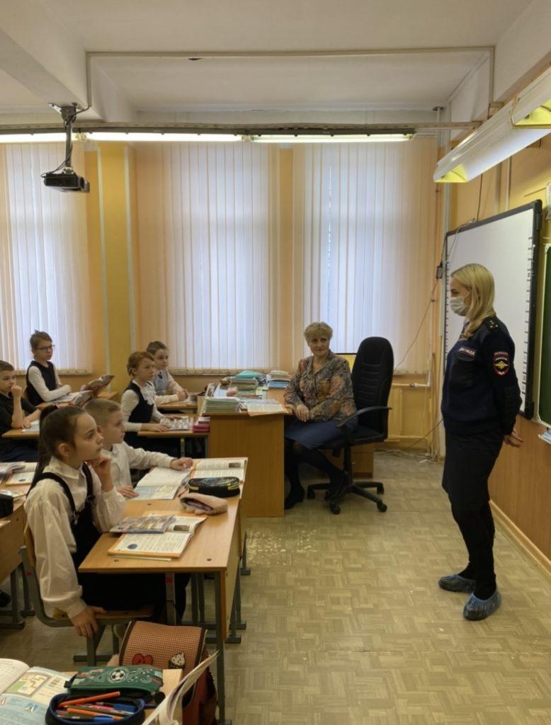 Сотрудники ОГИБДД УМВД России по Невскому району г.СПб напоминают ПДД